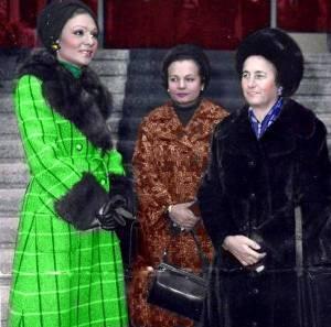 Imparateasa iranului Farah Diba Pahlavi (la stanga) si Elena Ceausescu 1975